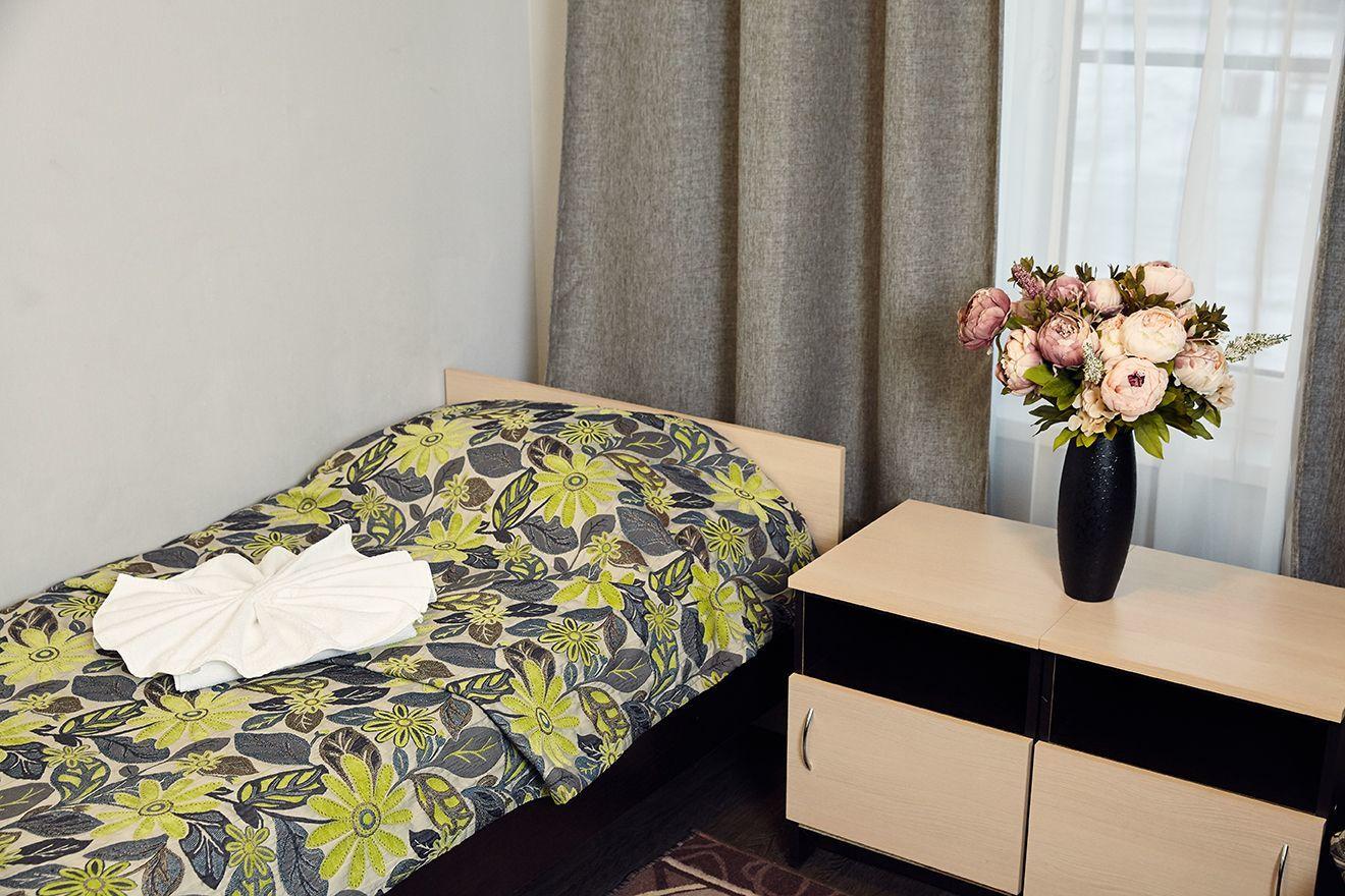 Кровать в общем женском/мужском номере